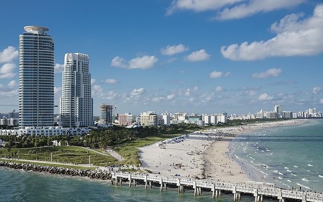 There are plenty of great areas in the city so choosing the best neighborhoods to live in Miami can be difficult.
