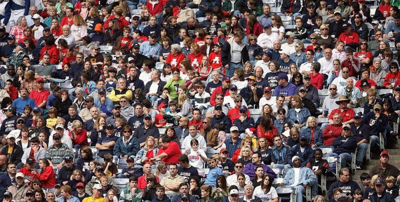 A crownd of sports fans.