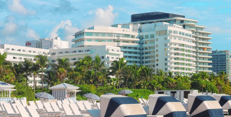 Beautiful beach in a residential area as a perfect spot for your Miami local moves.
