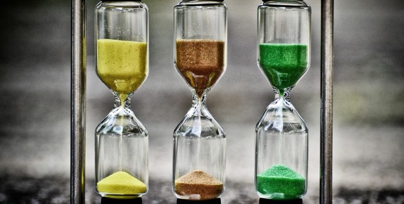 three hourglasses showing how much time you'll have to unpack.