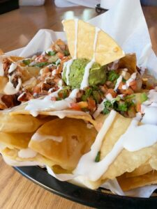 Yummy nachos served with many toppings.