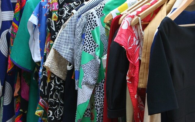 Clothes - Learn what clothes you should not forget to pack when moving from Los Angeles to Miami.