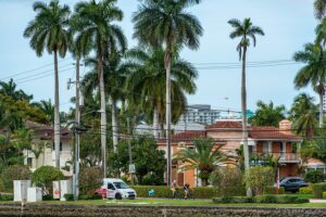 Neighborhood in FL - Learn how to find some of the most luxurious neighborhoods in Florida.